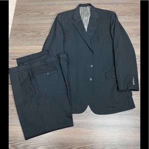 Holland & Sherry Charcoal Pinstripe Suit 50L